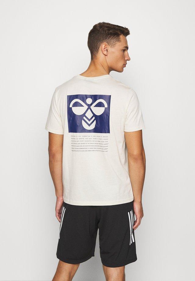HMLKIRBY - T-shirt imprimé - bone white