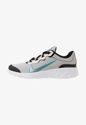 EXPLORE STRADA - Sneakers basse - white/chrome/black/laser orange
