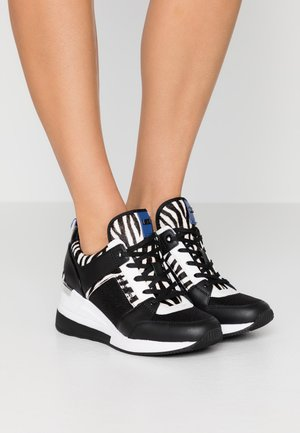 GEORGIE TRAINER - Baskets basses - black/white