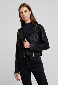 New Look - DONNA CROPPED JACKET - Faux leather jacket - black - 0