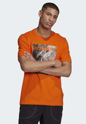 ADVENTURE T-SHIRT - Print T-shirt - orange