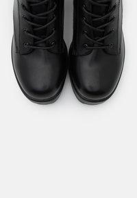 Koi Footwear - VEGAN GIN - Platform-nilkkurit - black - 5