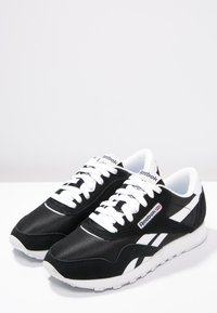 Reebok Classic - CLASSIC LEATHER NYLON BREATHABLE UPPER SHOES - Sneaker low - black/white - 2