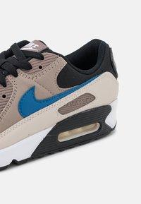 Nike Sportswear - AIR MAX 90 - Sneakers laag - black/blue slate/taupe haze/malt/desert sand/white - 5