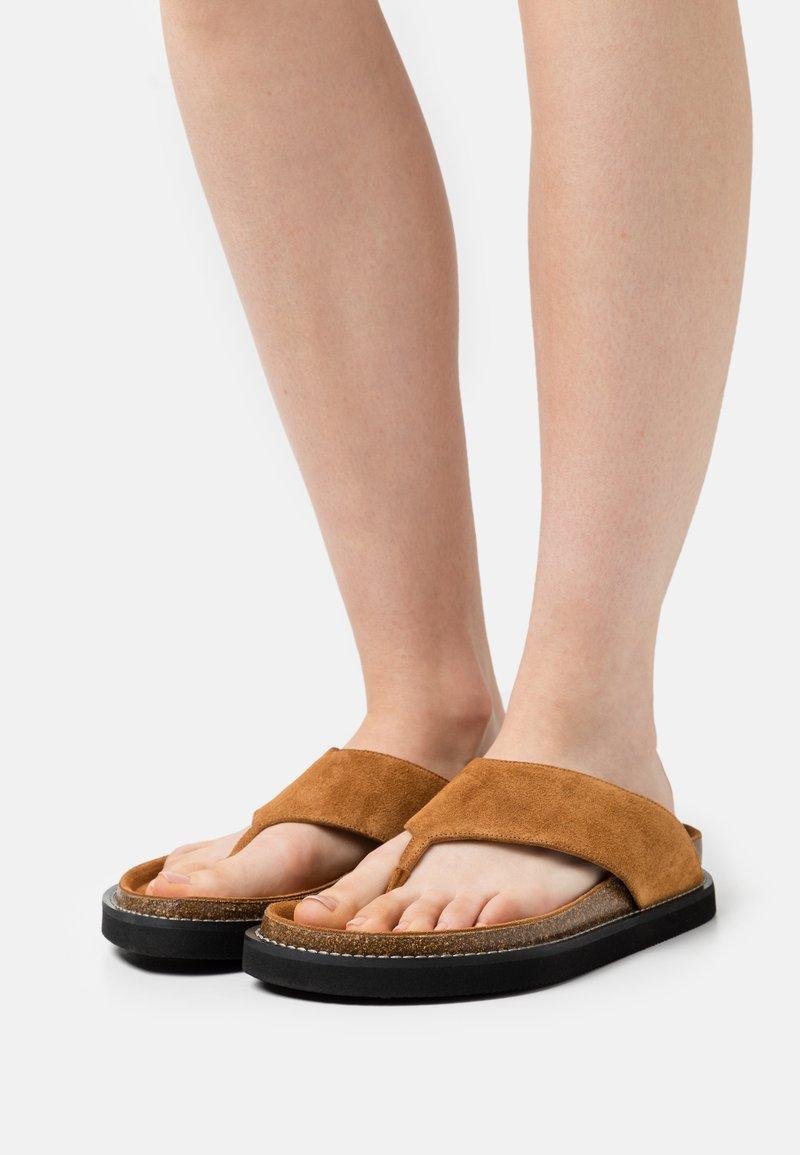 Joseph - FUSSBETT THONG  - T-bar sandals - rust/copper