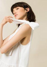 IVY & OAK - Maxi dress - bright white - 5