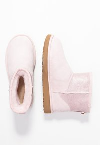 UGG - CLASSIC MINI SPARKLE - Winter boots - seashell pink - 3
