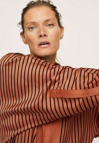 Mango - OVERSIZE À RAYURES - Button-down blouse - marron - 4