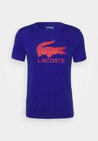 BIG LOGO - Print T-shirt - cosmic/red