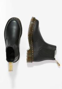 Dr. Martens - 2976 CHELSEA VEGAN - Kotníkové boty - black - 1