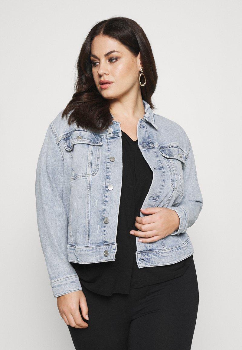 Calvin Klein Jeans Plus - 90S TRUCKER PLUS - Denim jacket - denim light
