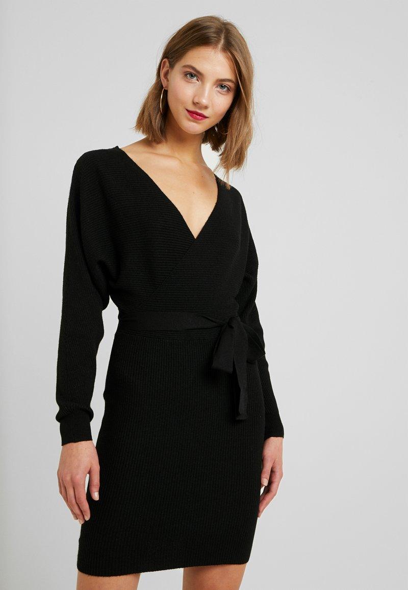 Vero Moda - VMREMI V NECK DRESS - Neulemekko - black