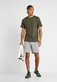 Nike Performance - DRY TEE CREW SOLID - Basic T-shirt - cargo khaki/white