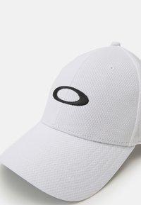 Oakley - GOLF ELLIPSE HAT - Cap - white - 3
