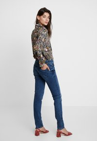 Mavi - LINDY - Slim fit jeans - deep ocean glam - 2