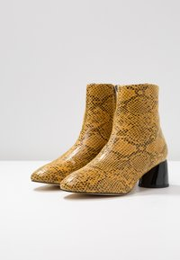 Topshop - BLAIR SMART BOOT - Classic ankle boots - yellow - 4