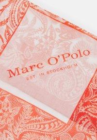Marc O'Polo - BANDANA HAND PRINTED - Foulard - red - 2