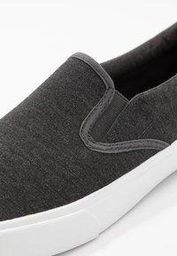 Pier One - UNISEX - Loaferit/pistokkaat - dark gray - 5