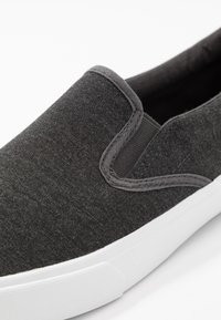 Pier One - Loaferit/pistokkaat - dark gray - 5