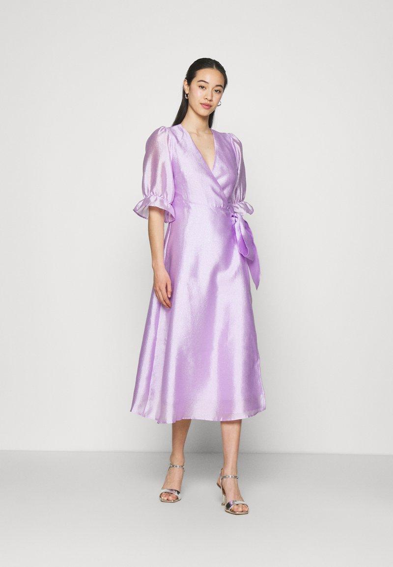 Gina Tricot - MILLY WRAP DRESS - Juhlamekko - light purple