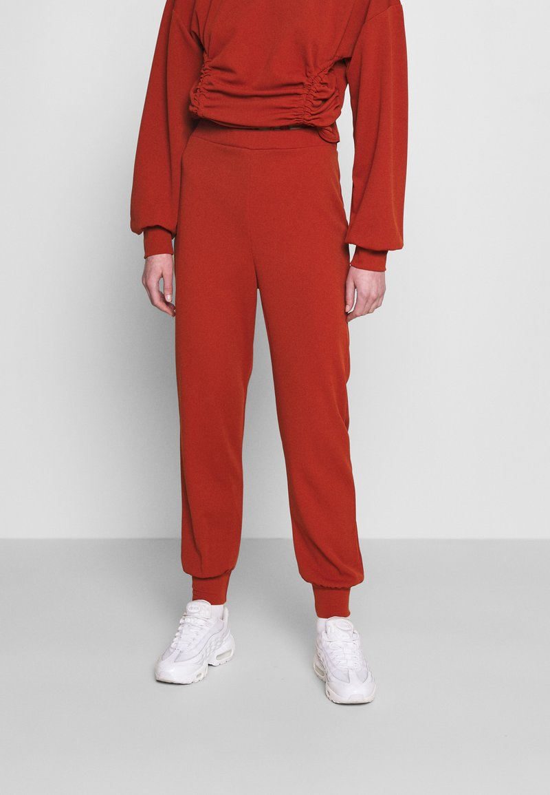 Missguided - JOGGER - Tracksuit bottoms - rust