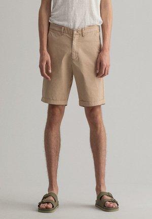 REGULAR FIT - Shorts - dry sand