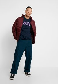 Vans - CLASSIC FIT - Long sleeved top - navy/dewberry - 1