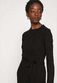 Vila - VIWULVA TIE BELT DRESS - Abito in maglia - black - 3