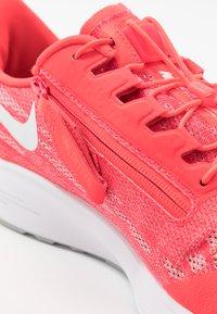 Nike Performance - AIR ZOOM PEGASUS 36 FLYEASE - Obuwie do biegania treningowe - laser crimson/white/light smoke grey/photon dust - 5