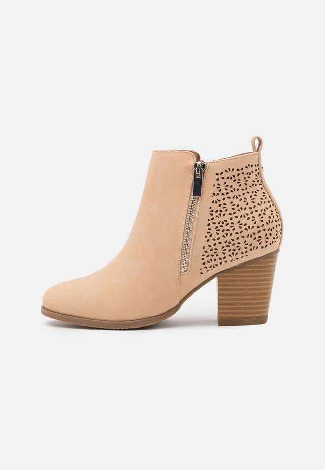 WENDIE - Ankle boot - nude