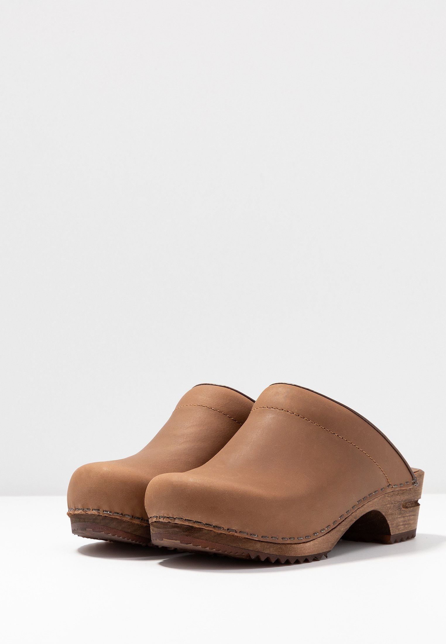 CHRISSY OPEN Clogs cognac