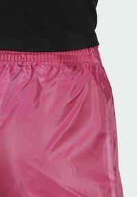 adidas Originals - Shorts - pink - 5
