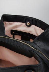 LIU JO - SATCHEL COFFEE MILK - Håndtasker - black - 4