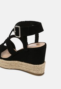 Bullboxer - taupe - High heeled sandals - black - 7