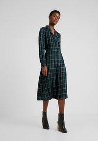 Dorothy Perkins Tall - CHECK WRAP DRESS - Hverdagskjoler - blue - 0