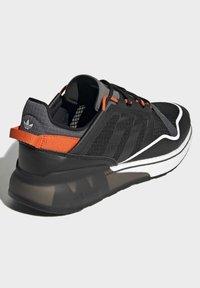 adidas Originals - ZX 2K BOOST PURE - Zapatillas - core black grey six orange - 2