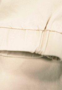 Garcia - Cargo trousers - salmiak - 2
