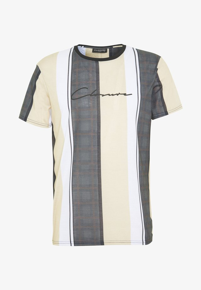 TEXTURED STRIPED TEE - T-shirts print - stone