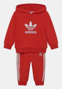 adidas Originals - HOODIE SET UNISEX - Trainingspak - red/white - 0