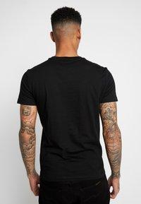 Calvin Klein Jeans - MONOGRAM LOGO SLIM TEE - Print T-shirt - black/racing red - 2