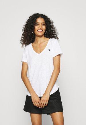 ICON VNECK TEE - T-shirt - bas - white