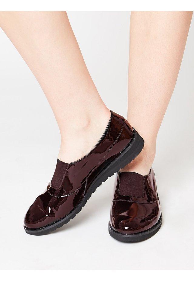 Nazouvací boty - bordeaux