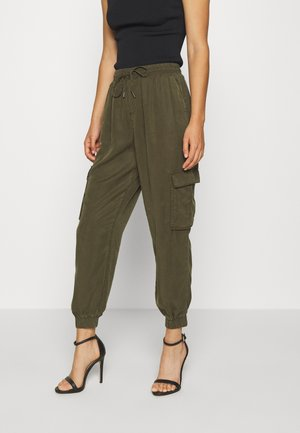 VILISTI 7/8 PANTS - Pantalones - forest night