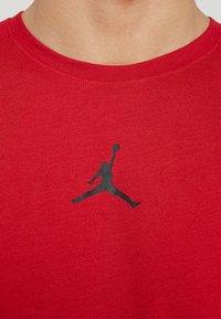 Jordan - ALPHA DRY - T-shirts print - gym red/black - 5