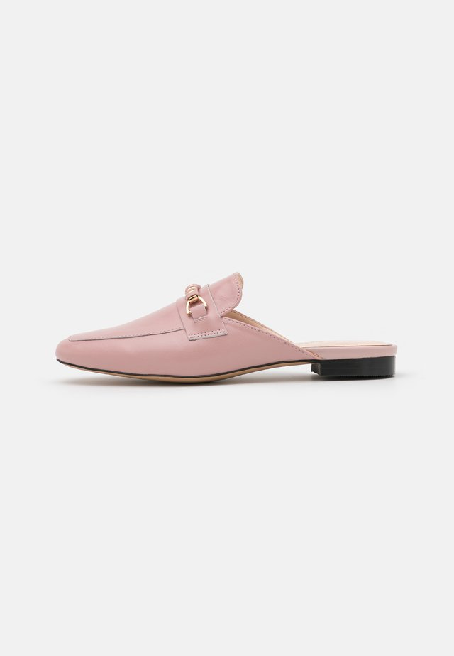FLEW TRIM MULE LOAFER - Mules - soft pink