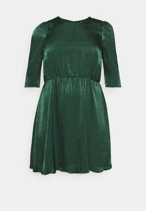 VMJENICE SHORT DRESS - Vestido informal - pine grove