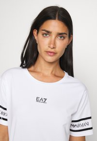 EA7 Emporio Armani - Print T-shirt - white - 4