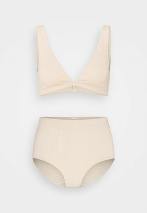 Bikini - sand