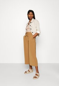 ONLY - ONLCILLE STRING CULOTTE - Trousers - toasted coconut - 1