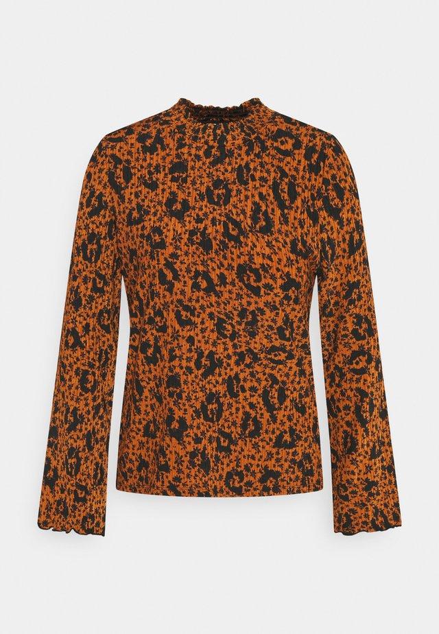 SMOCKED NECK - Maglietta a manica lunga - brown